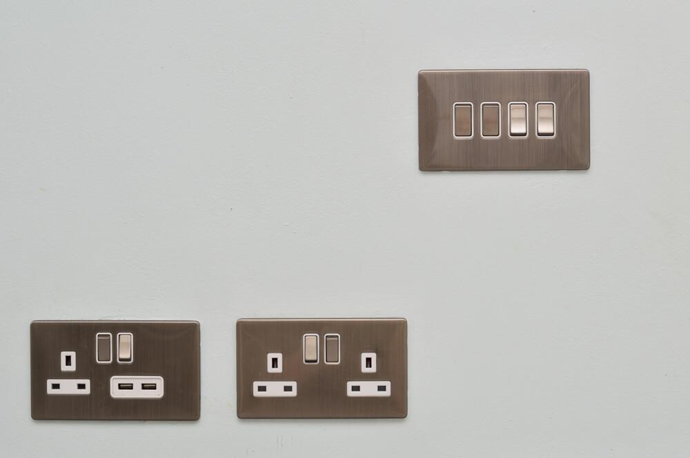 plug-sockets (15. )